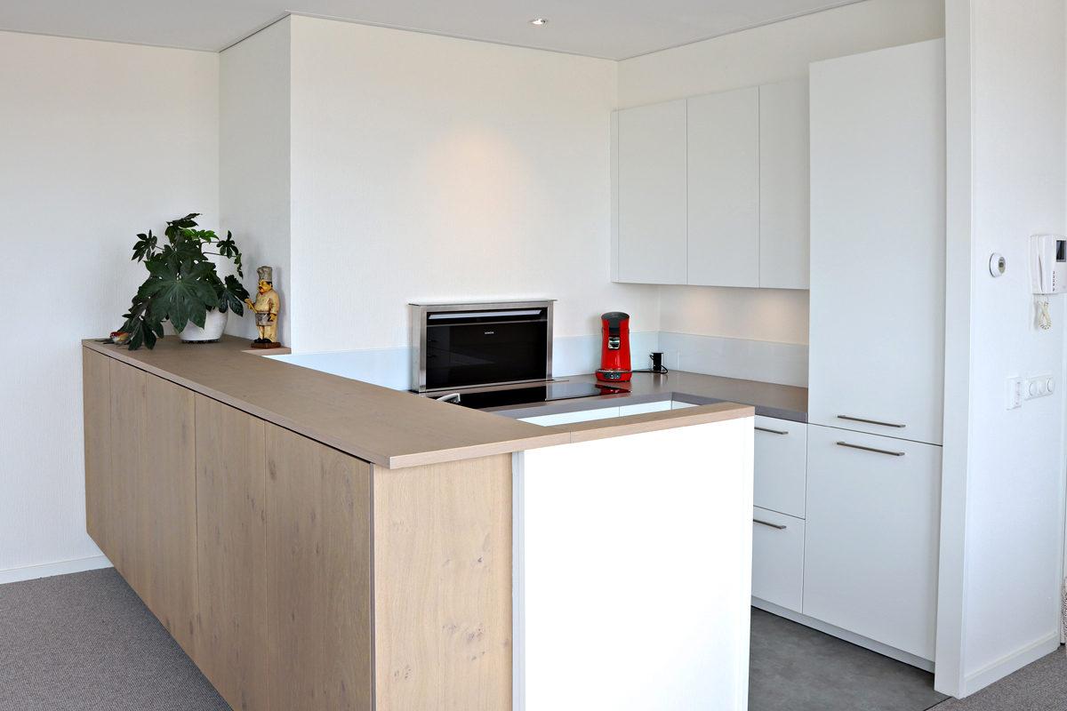 Compleet nieuwe keuken in penthouse Sneek